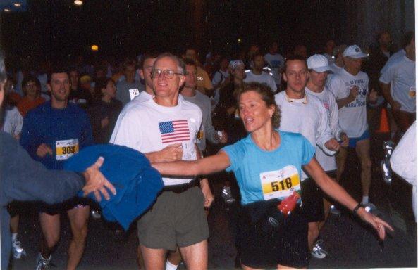 Doug Henschel and Elaine Roberge running at the DesMoines Marathon 10/06/02