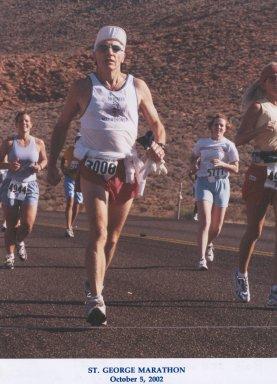 Bob Schwarz running the St. George Marathon 10/05/02
