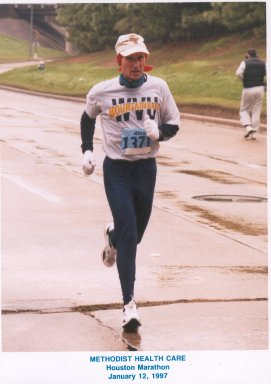 Charlie Viers, running the Methodist Health Care Marathon at Houston, Texas 01/12/97