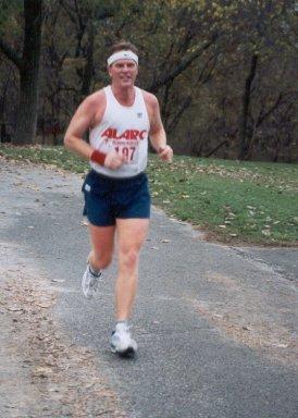 David Lindgren running the Tulsa Marathon