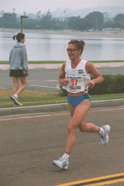 Wendy Hall running along the San Diego Bay during the marathon.