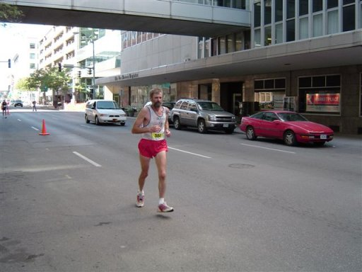 Bill Sved heading towards the finish of the DesMoines Marathon 10/05/03.