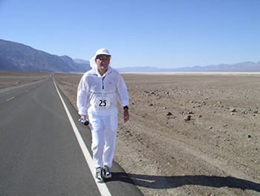 Mike Brooks taking off on the Badwater Ultramarathon 06/12/04.
