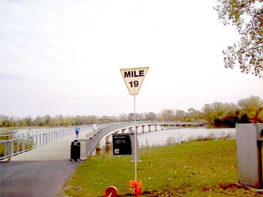 Vincent Ferraro at the Bridge over looking Gray's Lake in Des Moines Marathon 10/17/04.