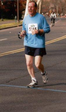 Dan VanHoutenrunning the Philidelphia Marathon 11/23/03.