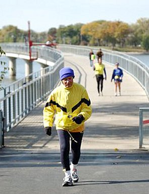 Ed Burnham crossing the Gray's Lake in the Des Moines Marathon, October 17, 2004.