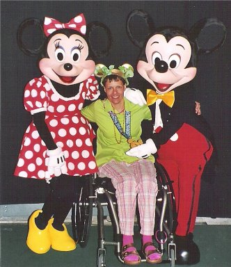 Minnie, Buddy Hayes, and Mickey at the Disney Marathon. 01/09/05