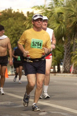 Winston Davis running the Miami Tropicana Marathon in Jan. 2005