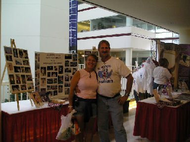 Lisa Buzek and Jerry Schaver at the DesMoines Marathon Expo.