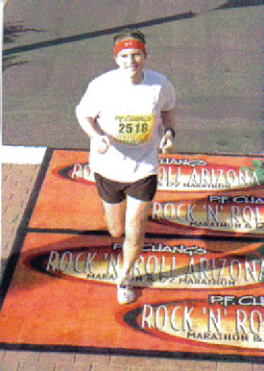 Terry Pescosolido running the Rock 'N' Roll Marathon in Arizona 01/09/05.