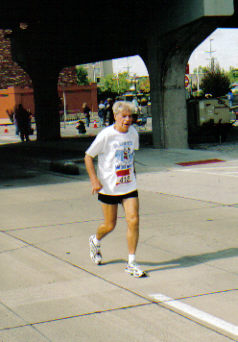 Dan Sinigallia running the Quad Cities Marathon 09/24/06.