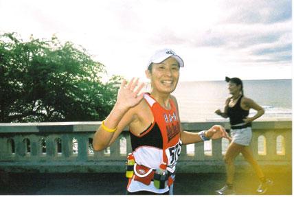 Saori Hanaki running the Honolulu Marathon in 2004.