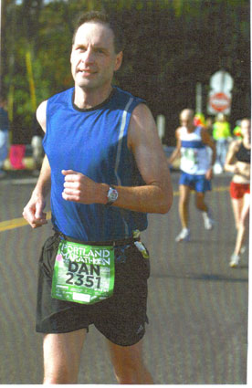 Dan Kieling running the Portland Marathon on 10/01/06 with a time of 3:42:27.
