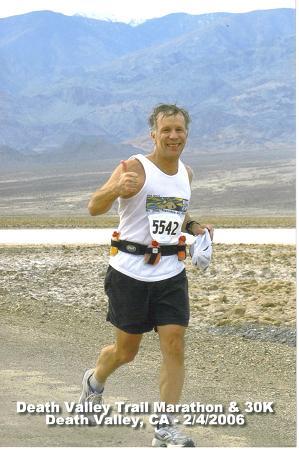 Larry Rubenstein running the Death Valley Trail Marathon in Death Valley, CA on 02/04/06.