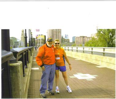 A photo of Meta Minton and David Towns at Mile 21 at the Hartford CT Marathon in 2009.