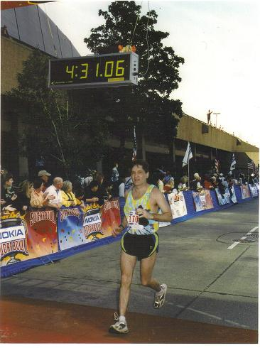 Albert Weeks running the 2002 Nokia Sugar Bowl Mardi Gras Marathon.